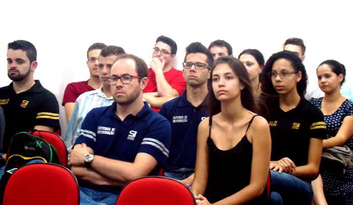 Santa Lúcia realizou palestra em homenagem ao Dia do Profissional de Tecnologia
