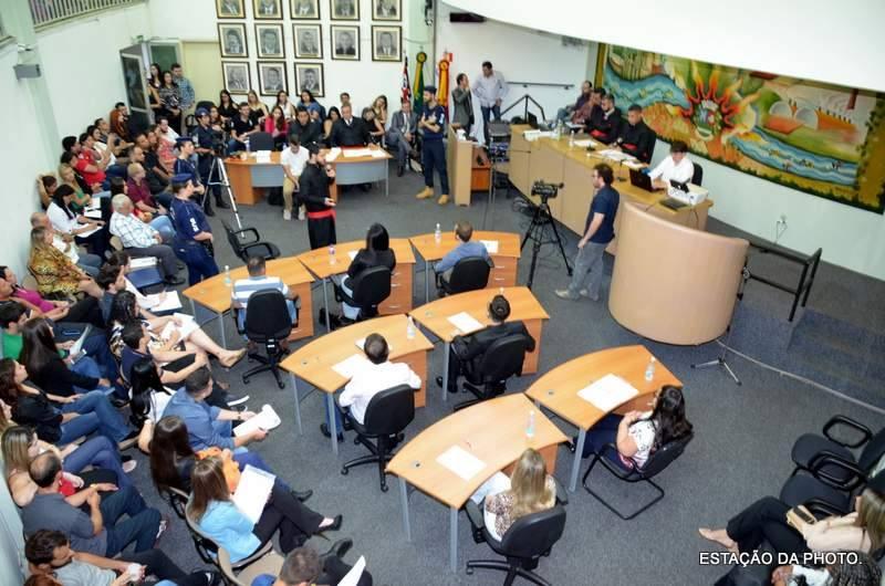Simulado de tribunal do júri atrai mais de 180 alunos
