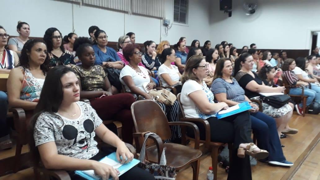 Alunas do curso de serviço social participam de audiência pública com vistas a debater a violência contra a mulher