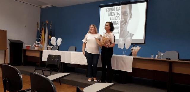 Luciene, psicóloga da Santa Casa, e Maria Eduarda, coordenadora do curso de Psicologia.